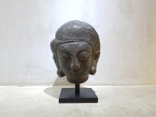 <strong>Pebble Rock Majapahit Head Sculpture</strong>